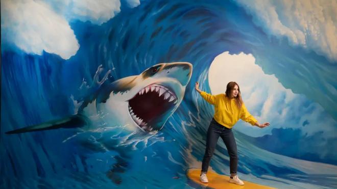 Побег от акулы и встреча с Пеннивайзом: в Петербурге открылся обновленный Музей иллюзий