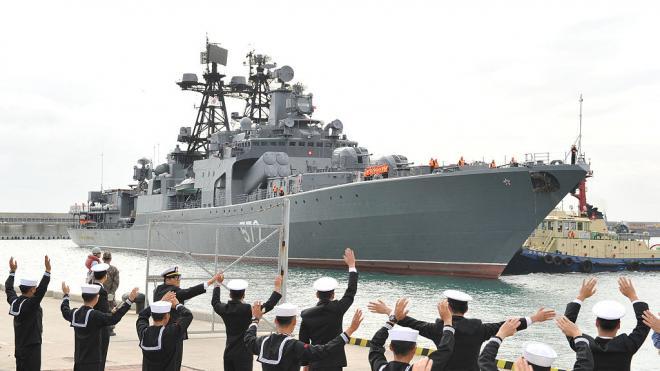 """""""Адмирал Виноградов"""" остановил нарушение госграницы России эсминцем ВМС США"""