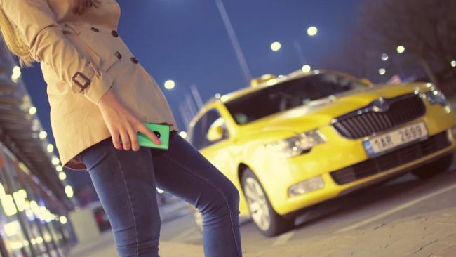 Таксистов попросили не завышать цены во время ЧП в общественном транспорте