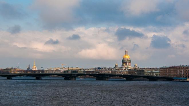 Рабочая неделя начнется для петербуржцев с жары без осадков