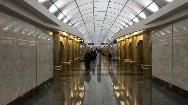 Из-за ложного звонка о готовящемся взрыве в Петербурге проверили 72 станций метрополитена