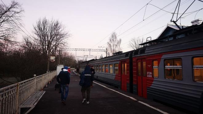 Электричка загорелась на железной дороге в Курортном районе