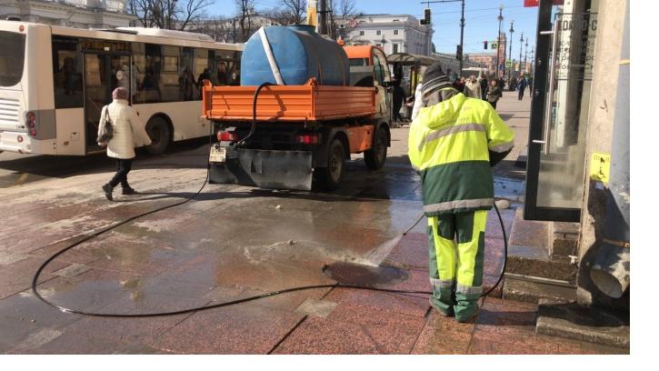 В Петербурге отмыли 965 улиц после зимы