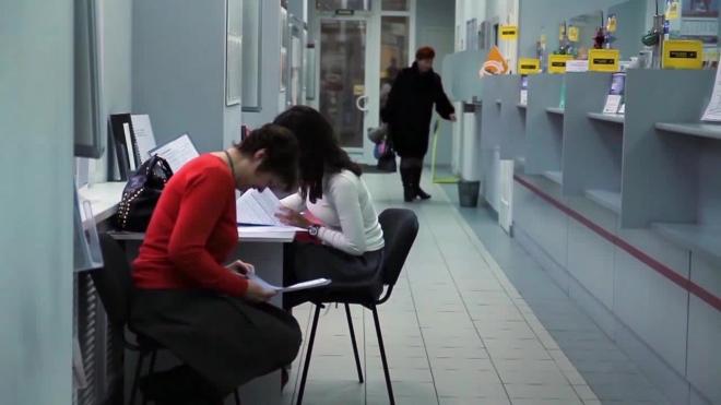 """В Петербурге осудили сотрудницу банка """"Санкт-Петербург"""", оформлявшую кредиты на """"мертвые души"""""""