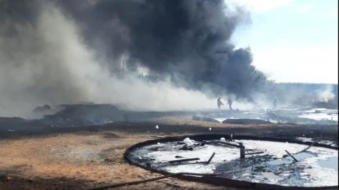 На территории бывшего завода в поселке Дружная Горка произошел пожар