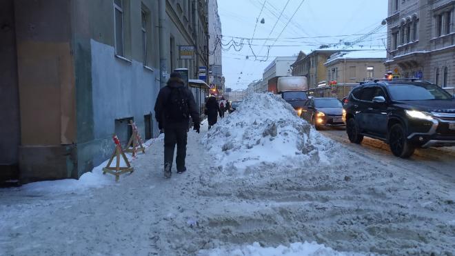 С дорог Петербурга вывезли более 124 тыс. кубометров снега