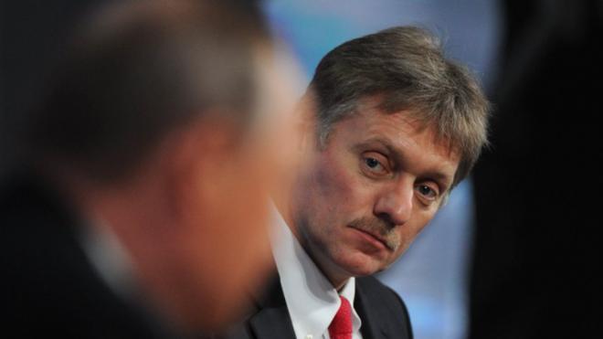 Песков предложил оспорить штраф инвалиду по слуху за скандирование лозунгов в Петербурге