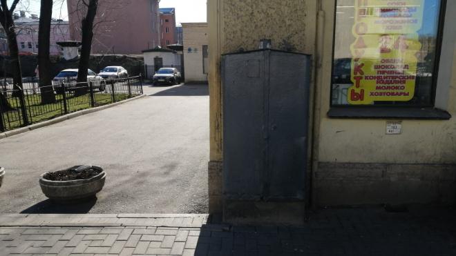 Закрашенное граффити на Херсонской расстроило петербуржцев