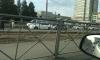 """Школьница бежала к трамваю на """"красный"""" и попала под колеса авто на проспекте Испытателей"""