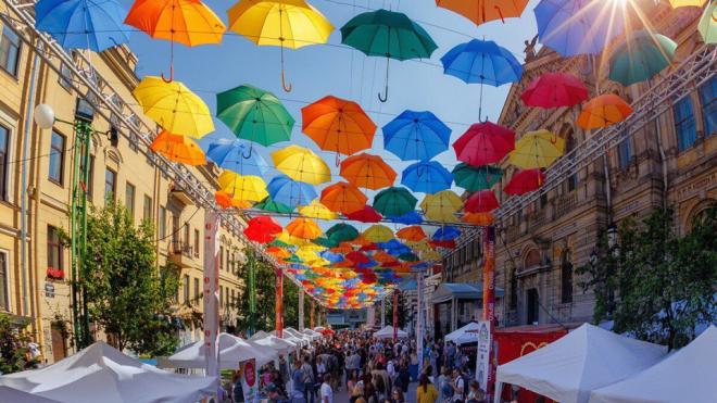 Из Аллеи парящих зонтиков выгнали торговцев