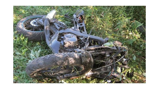 Мотоцикл и легковушка столкнулись на Приморском шоссе, мотоциклист погиб