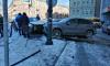 Две машины столкнулись на парковке у набережной реки Пряжки