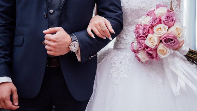Прокуратура расторгла фиктивный брак петербуржца и уроженки Таджикистана