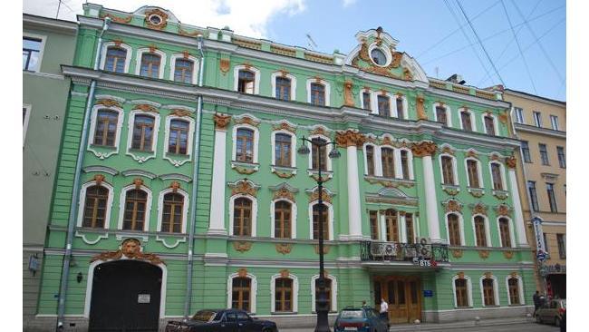 ВТБ выставил на торги бывшее здание головного офиса в Петербурге