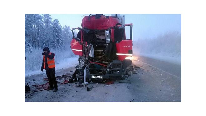 Смертельное ДТП: В Тюмени уснувший за рулем грузовика водитель протаранил фуру