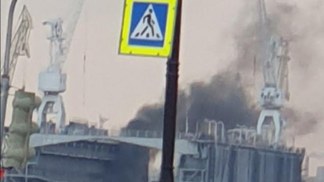 """Петербуржцы перепутали дым от генератора на """"Адмиралтейских верфях"""" с пожаром"""