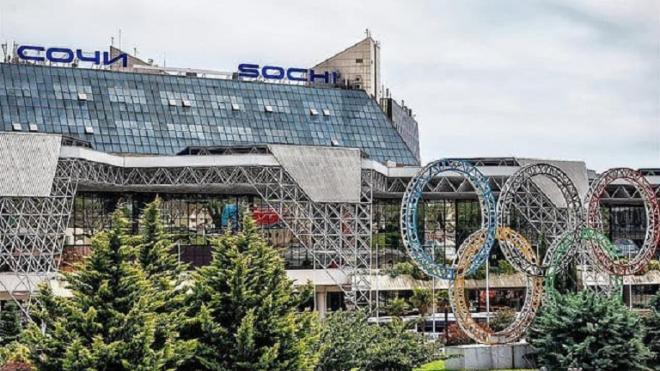 Самолет в Петербург с 190 пассажирами возвращается в Сочи