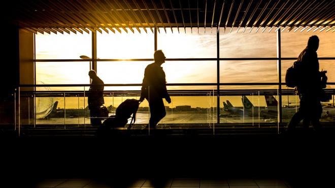 Пассажиры ждут рейса из Петербурга в Барселону восемь часов