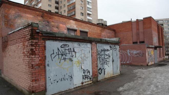 """""""Теплосеть"""" Петербурга снесет четыре незаконных гаража, установленных в охранной зоне"""