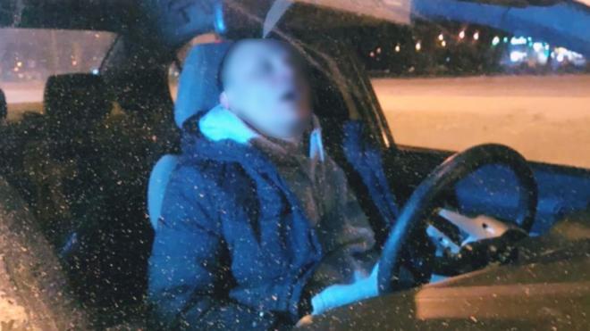 На проспекте Маршала Блюхера задержали водителя в неадекватном состоянии