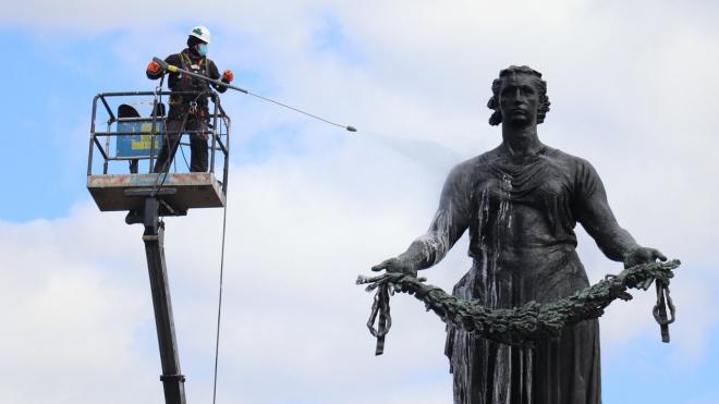 """Монумент """"Мать-Родина"""" на Пискарёвском кладбище подготавливают к 9 Мая"""