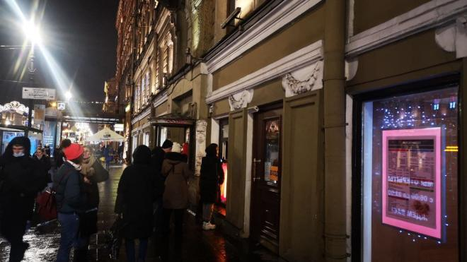 """Вечером в среду на улице Рубинштейна заметили очередь в """"Макдональдс"""""""