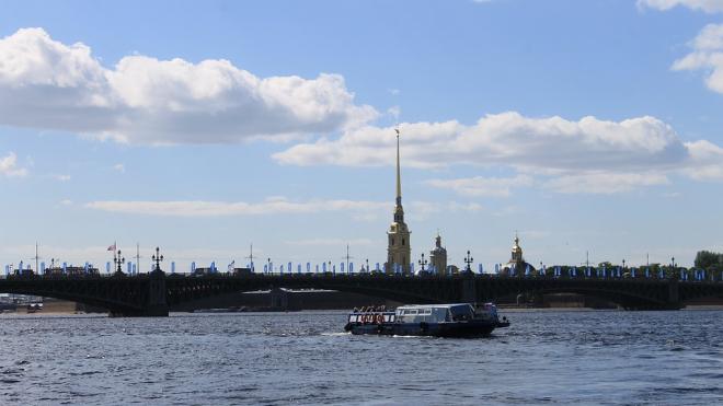 Пассажирское судно на подводных крыльях представили в Петербурге