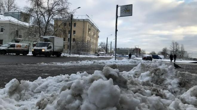 За полмесяца с улиц Петербурга планируют вывезти весь снег