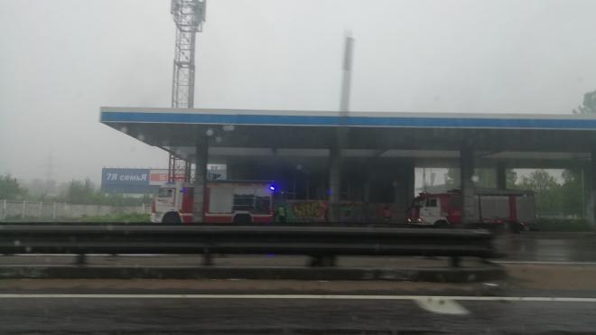Очевидцы: в Петербурге загорелся пост ГАИ