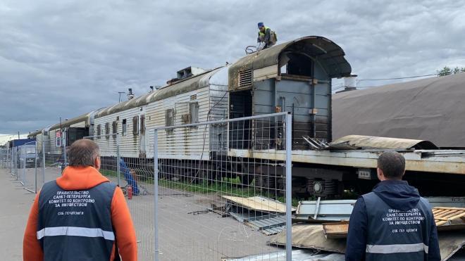 С железнодорожных путей на Непокоренных выселили незаконные вагоны-холодильники