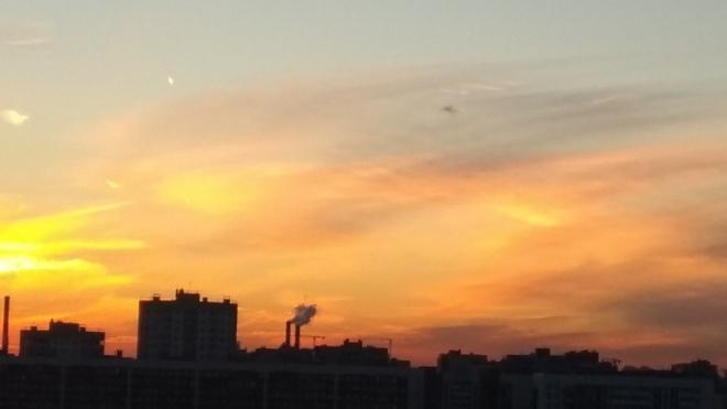 Петербуржцы заметили внебе над Купчино НЛО