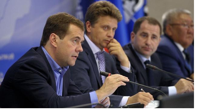 Медведев связал переход на 4-дневную рабочую неделю с ситуацией в экономике
