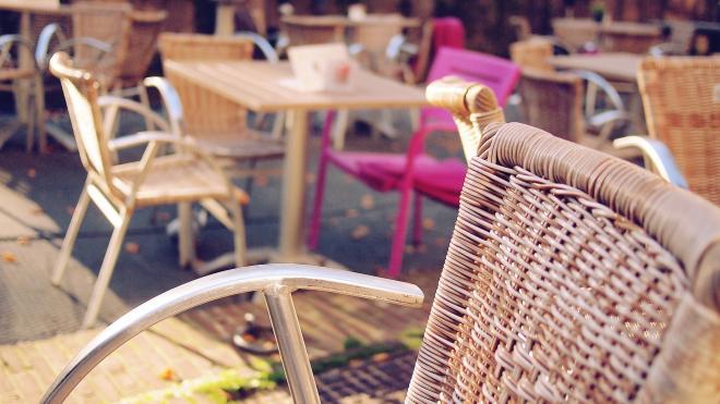 С петербургскими предпринимателями поделились инструкцией по открытию летних кафе
