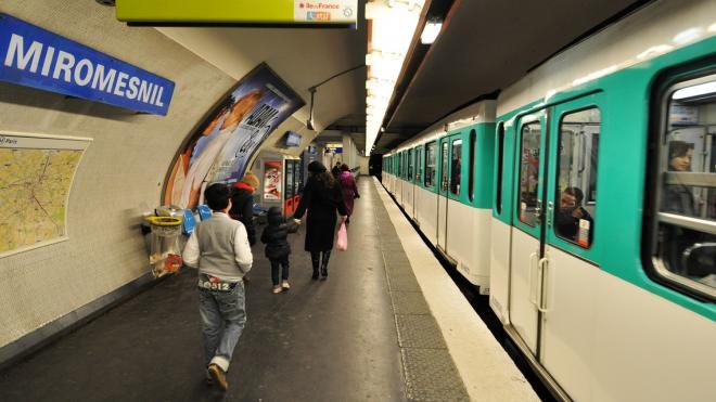 В Париже полиция задержала мужчину с мачете