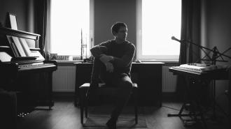 """Композитор из Выборга покоряет iTunes и Spotify симфонической музыкой: премьера композиции """"Бунт"""""""