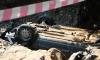 В Петербурге иномарка, перекувырнувшись, рухнула в котлован