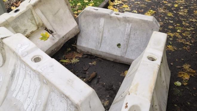 На проспекте Народного ополчения при установке фонаря нашли мину времен войны