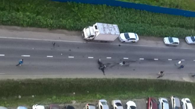 В Ленобласти мотоцикл врезался в легковушку