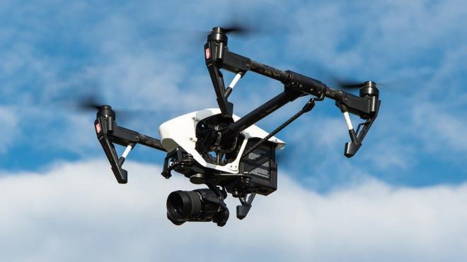 Первая реклама из летающих дронов появится в ноябре в Петербурге над Невой
