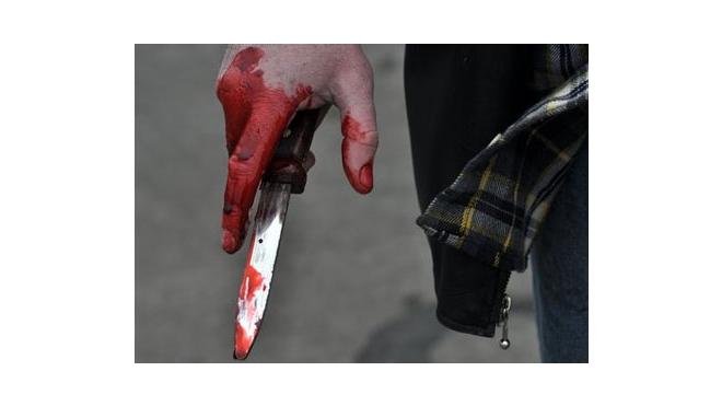 В Петербурге полицейский поссорился с бывшей женой и ударил ее ножом