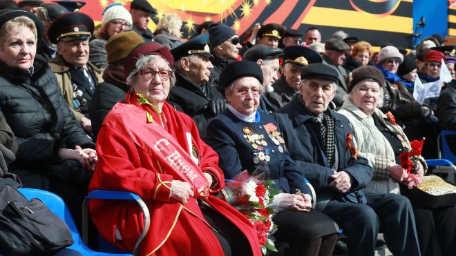 Тысяча ветеранов проедет на ретромобилях по Невскому проспекту в День Победы
