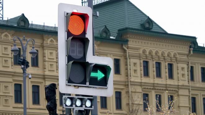 Почти тысячу светофоров в Петербурге оборудовали устройствами звукового сопровождения
