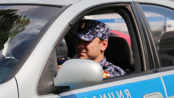 В Петербурге разбили витрину кафе на Каменноостровском проспекте