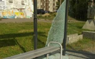 Вандалы повредили остановку в Выборге