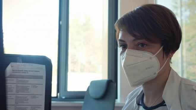 Число обратившихся за медпомощью пациентов с COVID-19 в Петербурге выросло на 32,66%