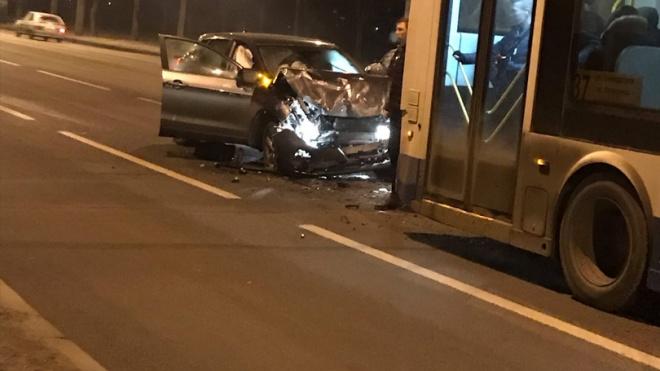 На проспекте Ветеранов произошло ДТП с участием троллейбуса