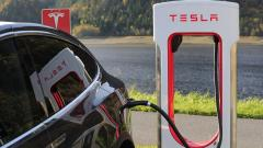 Tesla частично приостановила производство электромобилей в США