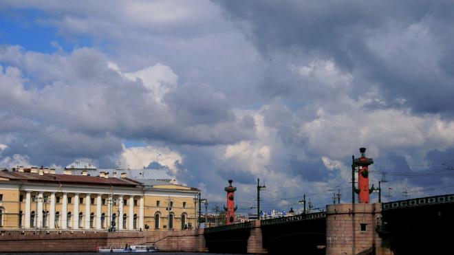 В День города дважды зажгутся Ростральные колонны