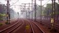 Товарный поезд переехал легковой автомобиль в Гатчинском ...