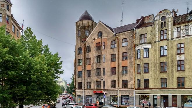 Жильцы дома №1 на Леншоссе встретились с представителями Фонда капремонта и подрядчика, реставрирующего здание